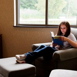 Glenbeigh features a meditation room that overlooks a natural setting. It's the perfect place for reading or reflection.
